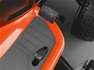 Transmissão hidrostática operada por pedal